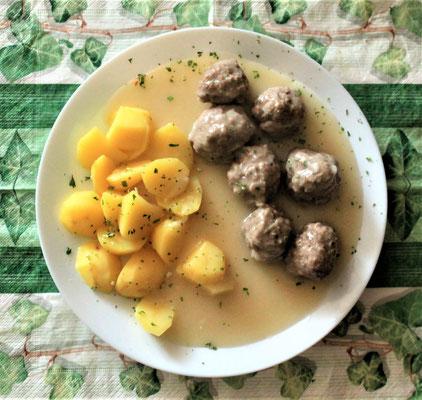 27.02.2020 Königsberger Kloppse mit Kartoffeln und heller Soße