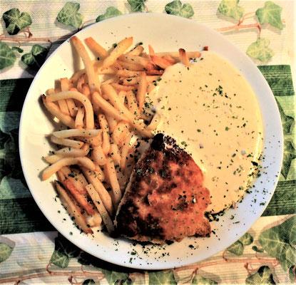 26.01.2020 Cordon Bleu mit Pommes Frites und Käsesoße