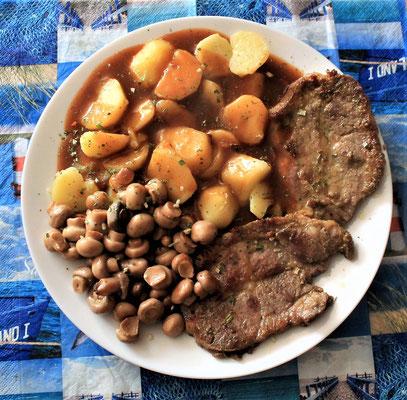 09.06.2020 Nackensteaks mit Kartoffeln, Jägersoße und Pilzen