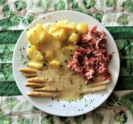 18.03.2020 Spargel mit Kartoffeln, Schinken und heller Soße
