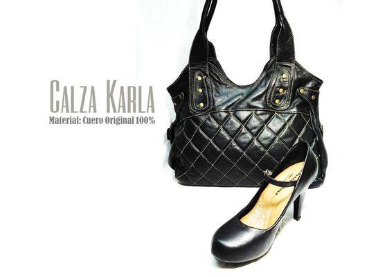 cartera negra y zapato de mujer