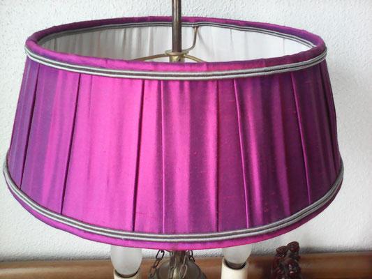 Abat-jour tambour, tissu plissage creux en soie sauvage fushia sur l'extérieur  et coton damassé à l'intérieur