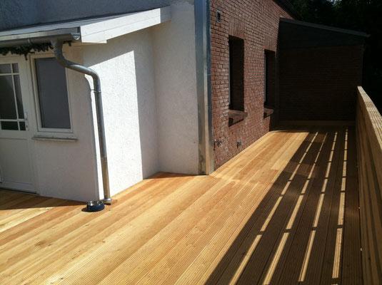 Holzterrasse 1