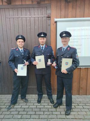 Mit der Brandschutzmedaille am Bande für 10 Jahre aktive und pflichttreue Dienstzeit in der Feuerwehr wurden die Kameraden Marcel Krauße, Tobias Zaumseil und Christian Klauer ausgezeichnet.