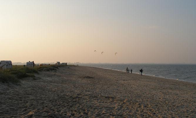 Ferienwohnung Sonnenhook, Hooksiel, Wangerland, Nordsee, abendlicher Spaziergang am Strand von Hooksiel