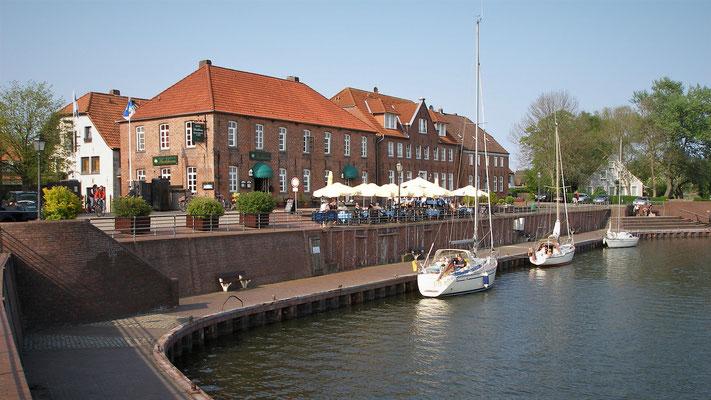 Ferienwohnung Sonnenhook, Hooksiel, Wangerland, Nordsee, Alter Hafen mit ehem. Packhäusern von Hooksiel