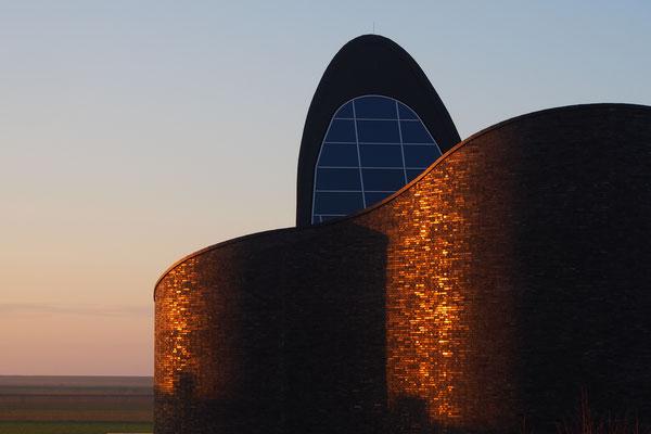 Ferienwohnung Sonnenhook, Hooksiel, Wangerland, Nordsee, kath Kirche St. Marien, Schillig, in der Abendsonne