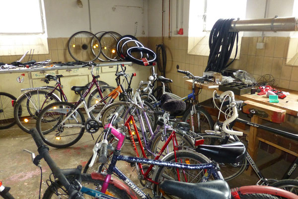 Diese Fahrräder werden erst noch repariert, bevor es in den Verkauf geht