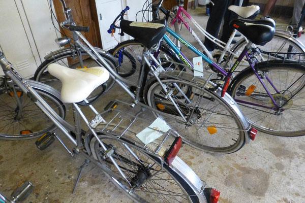 Hier kann man auch Fahrräder kaufen (10 - 40 €)