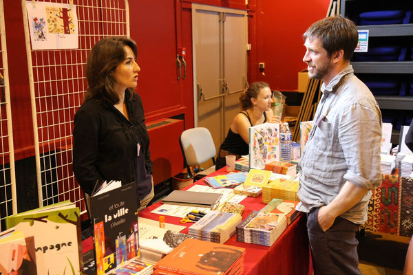 Maria Jalibert en pleine conversation avec Henri Meunier...