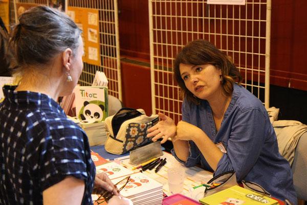 Marjorie Béal en pleine conversation avec Véronique Mazière