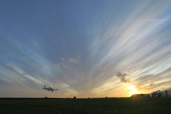 letzte Schulungsrunden der hiesigen Piloten in Grube