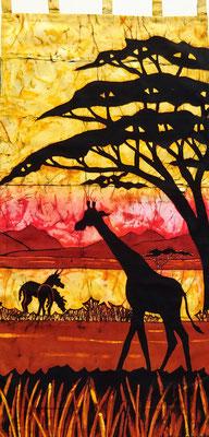 Batik schilderij. Giraf met zeebra's. H 140 x Br 70 cm. € 175,- (hoogte zonder de lussen).