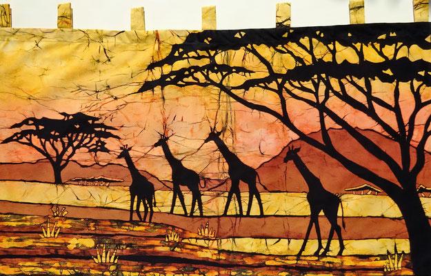 Batik schilderij. Vier giraffen H 60 x Br 111 cm. € 90,- (hoogte zonder de lussen). VERKOCHT.
