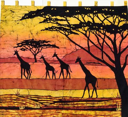 Batik schilderij. Giraffen extra groot ! H 129 x Br 151 cm. € 250,- (hoogte zonder de lussen).