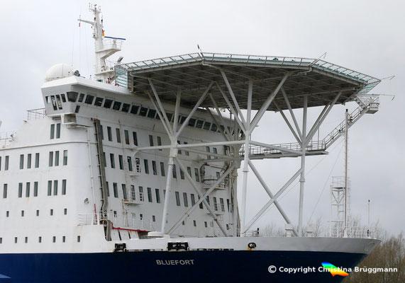 """Hubschrauberlandedeck des Offshore Wohnschiffes """"BLUEFORT"""""""