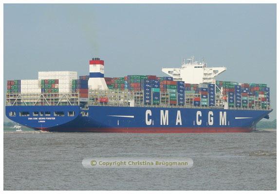 CMA CGM GEORG FORSTER nach Taufe in Hamburg auf Ausreise auf der Elbe 11.07.2015