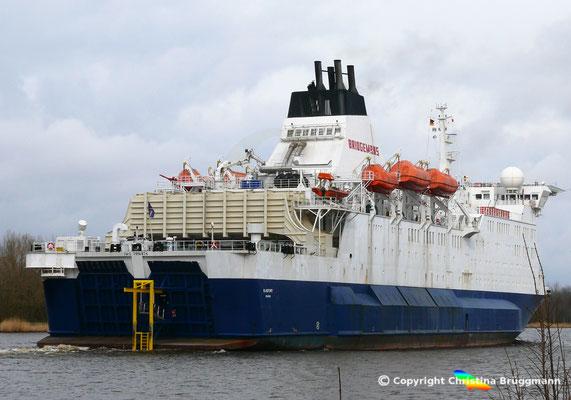 """Offshore Wohnschiff """"BLUEFORT"""" (sichtbar die Gangway für Personentransfer) auf dem Nord-Ostsee-Kanal, 21.03.2018"""