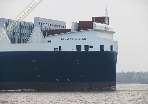 Bug der ATLANTIC STAR auf der Jungfernreise ausgehend Hamburg 19.12.2015