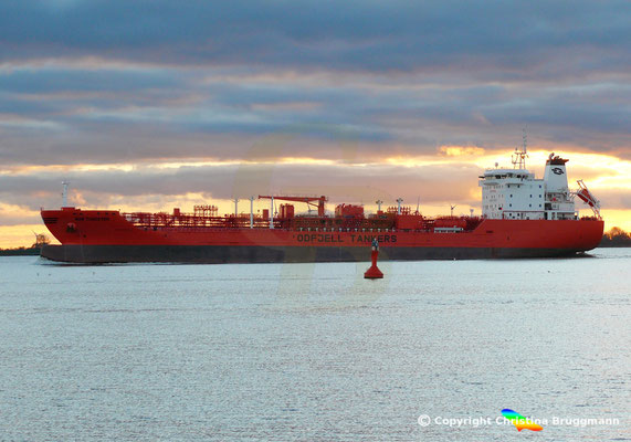 Öl- u. Chemietanker BOW TUNGSTEN, Elbe 27.10.2018,  BILD 3