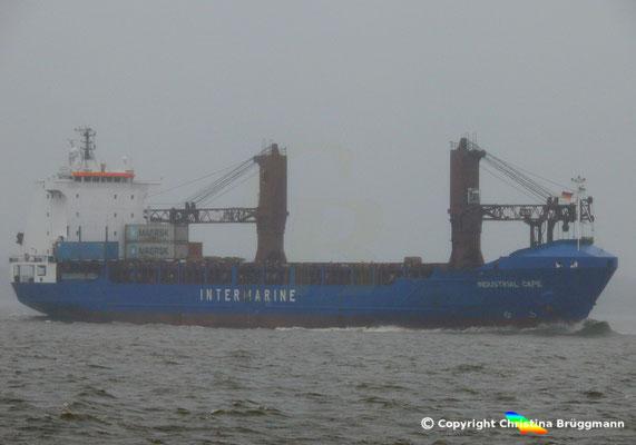 """HEAVY LIFT VESSEL """"INDUSTRIAL CAPE"""" im Service der Intermarine auf der Elbe (25.11.2017)"""