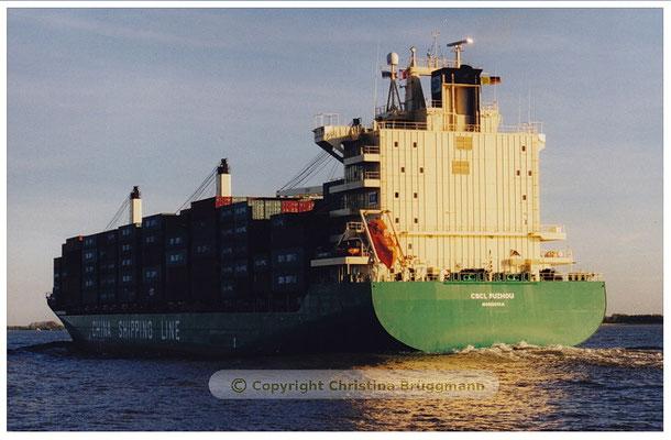 CSCL FUZHOU auf der Reise nach Hamburg auf der Elbe 05.2001