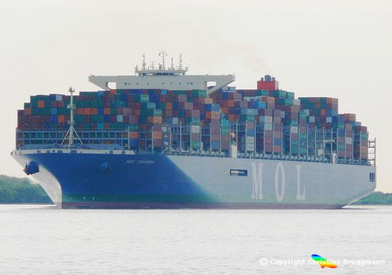 """""""MOL TRIUMPH"""" einkommend nach Hamburg (Erstanlauf) auf der Elbe am 15.05.2017"""
