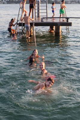 Die Slackline - diesmal unter der Wasserlinie
