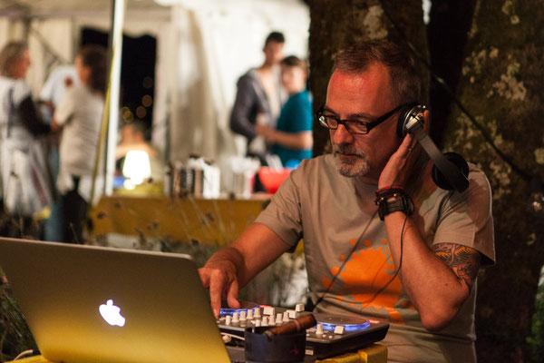Patrick, der DJ sorgt für Musik, wenn die Bands nicht spielen