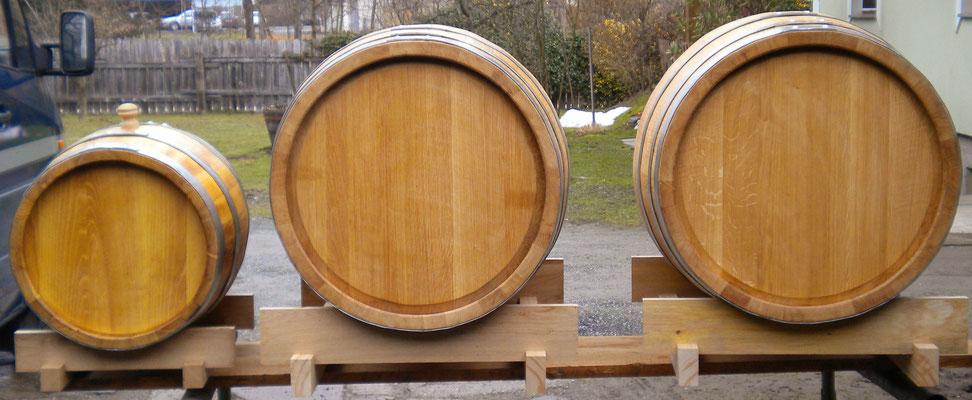 200 Liter Eichenfässer und 50 Liter Akazienfass.