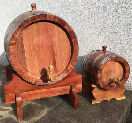 5 Liter und 50 Liter Fass aus Kirschenholz.