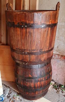 Restaurierte alte Holzfässer.