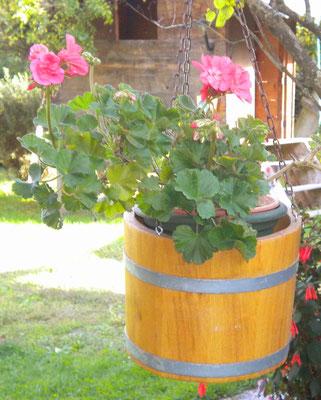 "Hängeampel-Bottich ""Blumenampel"" aus Eichenholz (Natur lackiert). Maße: H 20 x D 25 cm (ca. 5 Liter)"