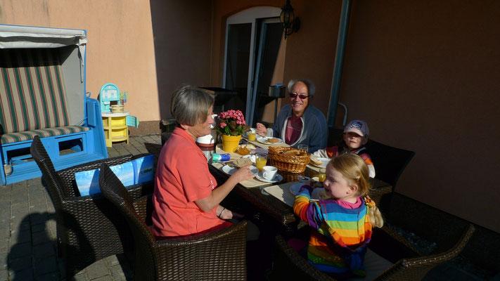 Frühstück auf der Terrasse Pension Waldeck