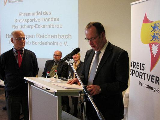 Verleihung der Ehrennadel des KSV an Hans-Jürgen Reichenbach (Tennis-Club Bordesholm, 38 Jahre Kassenwart)