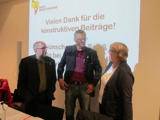 Ernst Paasch und die beiden neuen Vorstandsmitglieder (Joachim Sievers vom TSV Vineta Schacht-Audorf und Karin Beye vom TSV Owschlag)