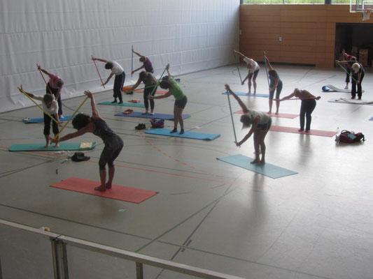 Christiane Figura und Pilates mit dem Gymnastikstab