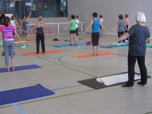 Pilates mit Gymnastikstab 2