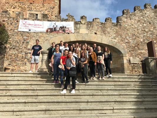 Gruppenfoto vor der historischen Altstadt