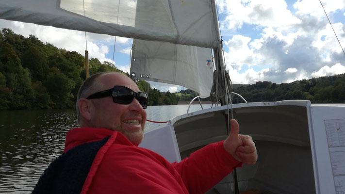 Der  Skipper  ist zufrieden. Wind und  Kurs  OK.