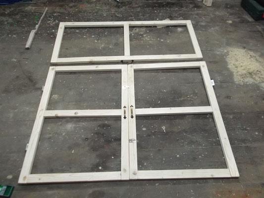 Deckel & Türen (verbunden, mit Griffen, Scharnieren & Riegeln)