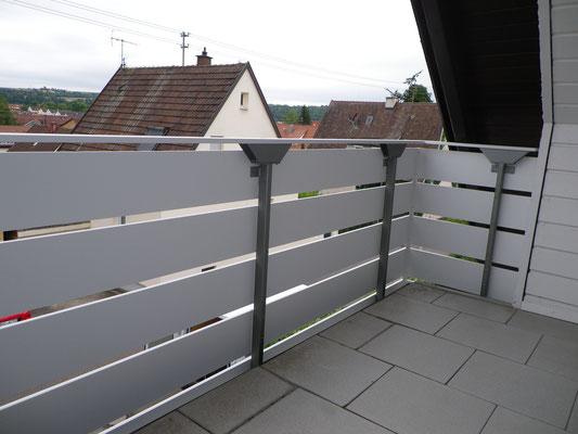 Renovierung Balkonbrüstung, A luminumprofile, Pulverbeschichtet. Gestell mit Brüstungserhöhung