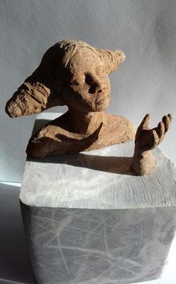 So tells water 2019 h35 cm marbre, argile et pierres fines - Oeuvre de Sylvianne Selma