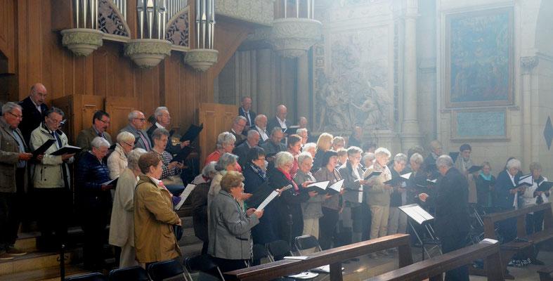 Die Chorgemeinschaft St. Josef-Disteln gestaltete das Pontifikalamt musikalisch mit