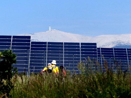 La centrale Photovoltaïque de Blauvac sur fond de Ventoux