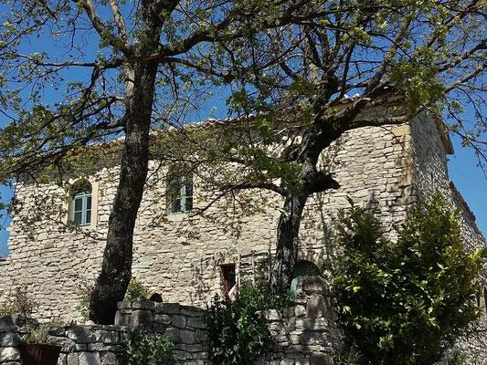 Hameau Saint Laurent / Chapelle réhabilitée mais malheureusement privatisée