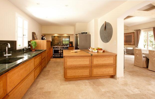 Mas de Chênaie - Perspektive mit Küche und Wohnbereich