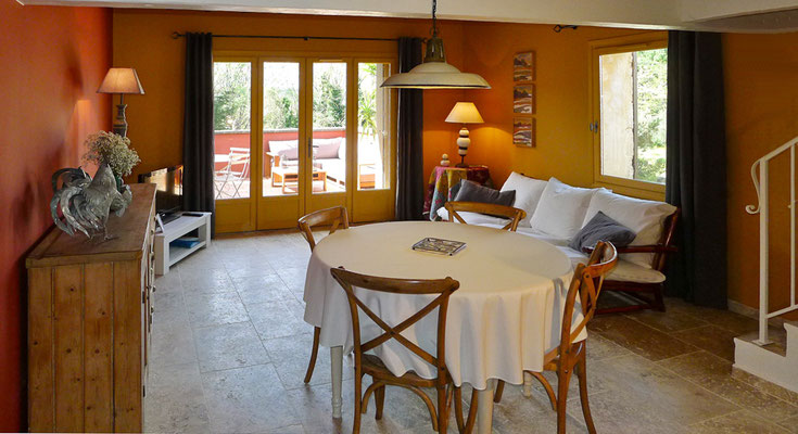 Laurier - der Wohnraum mit Ausgang zur Terrasse