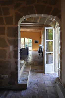 La Grange - Eingangsüre zwischen Küche und Salon