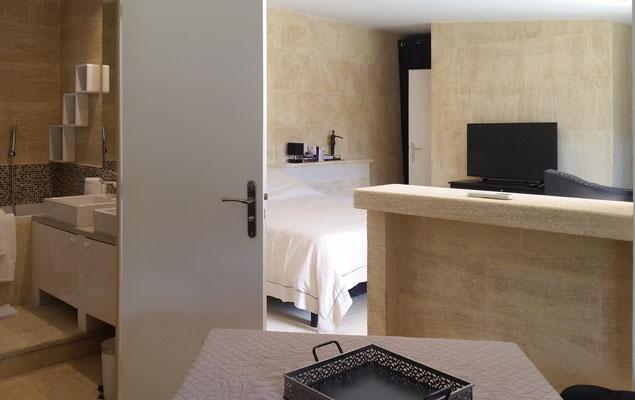 Mas de Louise - Suite mit kleiner Küchenzeile und Essplatz